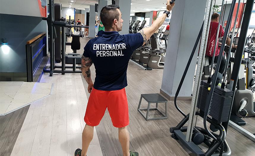 El entrenador te ayuda a iniciar en el mundo del ejercicio