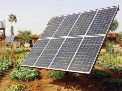 Instalación Paneles Solares fotovoltaicos en casa de colonias Barcelona por M&P Stands